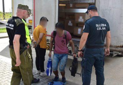 HREBENNE Migranci ukryci w naczepie ciężarówki