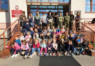 Przedszkolaki z Jedyneczki na Granicy Państwa oraz w Muzeum Skamieniałych drzew