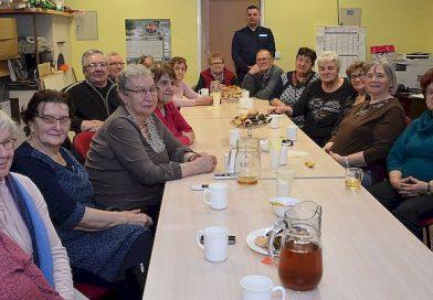 SUSIEC Policjanci na spotkaniu Klubu Seniorów