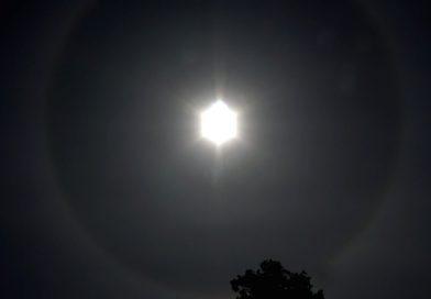 Efekt Halo na niebie. Czym jest świetlisty krąg wokół Słońca?